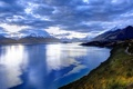 Картинка дорога, облака, горы, тучи, озеро
