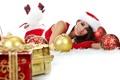 Картинка девушка, украшения, улыбка, праздник, подарок, игрушка, шар