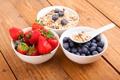 Картинка хлопья, Здоровый завтрак, мюсли с молоком и фруктами и ягодами