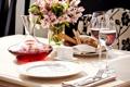 Картинка вода, цветы, стол, вино, еда, бокалы, хлеб