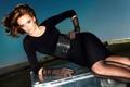 Картинка девушка, модель, платье, черное, пояс, чемодан, шатенка