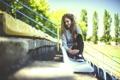 Картинка девушка, сидит, стадион, боке