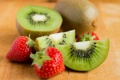 Картинка клубника, еда, киви, ягоды