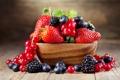 Картинка ягоды, стол, черника, клубника, тарелка, смородина, ежевика