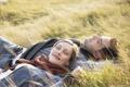 Картинка лето, трава, девушка, улыбка, пара, парень