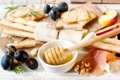 Картинка яблоки, еда, палочки, мед, хлеб, виноград, орехи