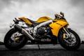 Картинка небо, желтый, тучи, мотоцикл, aprilia, bike, yellow