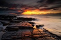 Картинка море, закат, камни, огненый