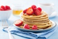 Картинка клубника, оладьи, завтрак, мед, еда, блины, малина