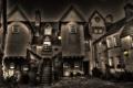 Картинка ночь, дом, двор, фонари, ступени