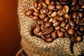 Картинка кофе, зерна, мешковина, крупным планом