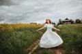 Картинка дорога, поле, лето, свобода, девушка, настроение