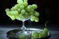 Картинка поднос, гроздь, виноград, ваза