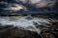 Картинка море, закат, тучи, камни, берег, вечер, потоки