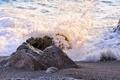 Картинка море, пляж, брызги, камни, волна