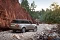 Картинка деревья, скала, серебристый, джип, внедорожник, Land Rover, Range Rover