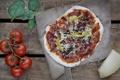 Картинка зелень, сыр, пицца, помидоры, начинка