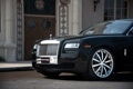 Картинка чёрный, здание, Rolls-Royce, дверь, Ghost, black, ролс ройс