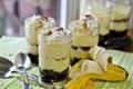 Картинка десерт, баночки, ложки, банан