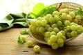 Картинка белый, листья, ягоды, виноград, грозди
