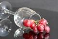 Картинка бокал, виноград, отражение, стол