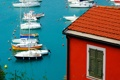 Картинка крыша, море, дом, яхты, лодки, гавань, черепица